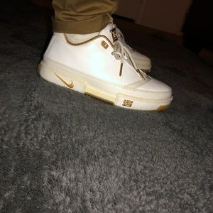 Nike Zoom Lebrons Low St Gold